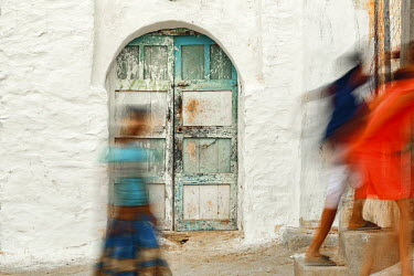 HMS2082568 Morocco, Souss region, Tadrart, children playing in the street of a village in southern Morocco