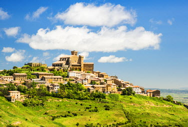 SPA6596AW Medieval village of Ujue with the sanctuary-fortress of Santa Maria on the top, Navarre, Spain