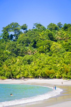 CR33158AW Costa Rica, Manuel Antonio National Park, beach with ocean and rainforest, sunny day