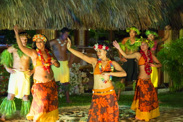 FPO0350AW Tahitian dancers at Intercontinental Bora Bora Le Moana Resort, Bora Bora, Society Islands, French Polynesia