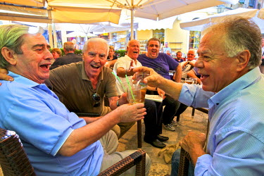 GR14122 Local Characters Singing In A Cafe, Corfu Old Town, Corfu, The Ionian Islands, Greek Islands, Greece, Europe