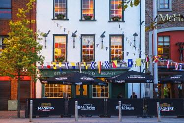 UK04091 United Kingdom, Northern Ireland, Belfast, McHughs pub - McHughs is the oldest surviving building in Belfast, dateing back to 1711