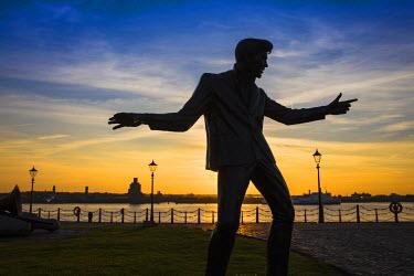 UK07713 United Kingdom, England, Merseyside, Liverpool, Sculpture of Billy Fury in Albert Dock