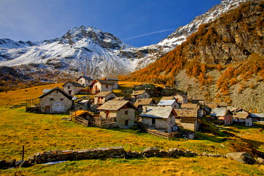 CLKRG3817 Chiavenna valley, Lendine village in autumn, Lombardy, Italy