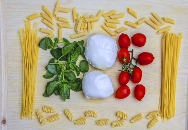 CLKRM17491 Flag created with Italian pasta, basil, mozzarella and tomatoes. Lombardy. Italy. Europe