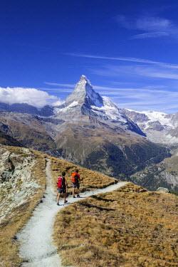 CLKRM27170 Hikers proceed towards the Matterhorn. Zermatt Canton of Valais Pennine Alps Switzerland Europe