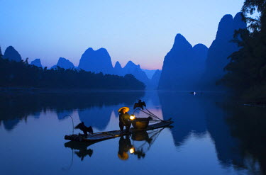 CH10515AW Cormorant fisherman on Li River at dawn, Xingping, Yangshuo, Guangxi, China