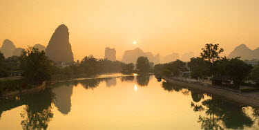 CH10549AW Yulong River at dawn, Yangshuo, Guangxi, China