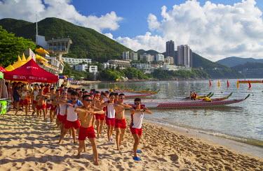 CH10608AW Dragon boat teams warming up on Stanley Main Beach, Stanley, Hong Kong Island, Hong Kong