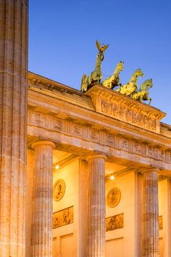 GER8795AW Germany, Deutschland. Berlin. Berlin Mitte. Brandenburg Gate, Brandenburger Tor