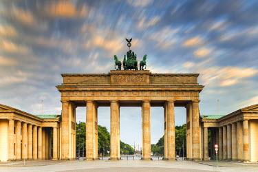 GER8805AW Germany, Deutschland. Berlin. Berlin Mitte. Brandenburg Gate, Brandenburger Tor