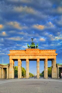 GER8806AW Germany, Deutschland. Berlin. Berlin Mitte. Brandenburg Gate, Brandenburger Tor