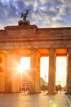 GER8807AW Germany, Deutschland. Berlin. Berlin Mitte. Brandenburg Gate, Brandenburger Tor