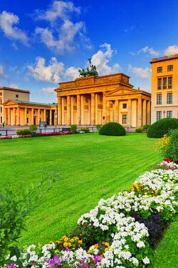 GER8828AW Germany, Deutschland. Berlin. Berlin Mitte. Brandenburg Gate, Brandenburger Tor