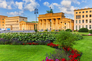 GER8830AW Germany, Deutschland. Berlin. Berlin Mitte. Brandenburg Gate, Brandenburger Tor