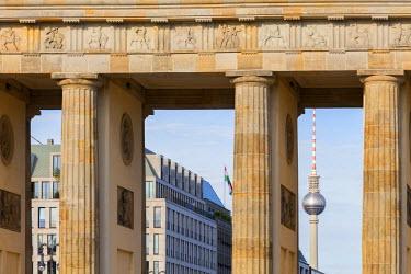 GER8848AW Germany, Deutschland. Berlin. Berlin Mitte. Berlin Mitte. Brandenburg Gate, Brandenburger Tor and Berliner Fernsehturm