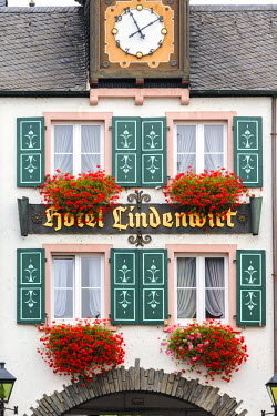 GER8916AW Detail of facade of typical building, Rudesheim, Rhine valley, Hesse, Germany