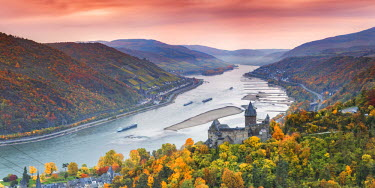 GER8967AW Burg Stahleck and river Rhine, Bacharach, Rhineland-Palatinate, Germany