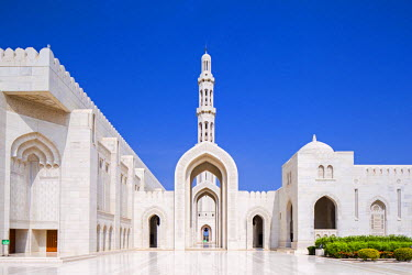OMA2630AW Oman. Muscat Governorate, Muscat. The Sultan Qaboos Mosque, was a gift to the nation to mark the 30th year of the Sultan's reign. Completed in 2001, the mosque can hold up to 20,000 worshippers.