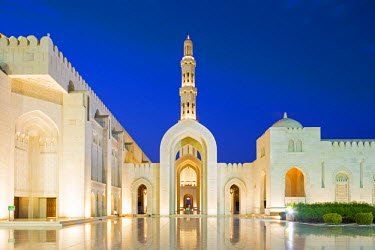 OMA2636AW Oman. Muscat Governorate, Muscat. The courtyard of Sultan Qaboos Mosque, a gift to the nation of Oman to mark the 30th year of the Sultan's reign. Completed in 2001, the mosque can hold up to 20,000 w...