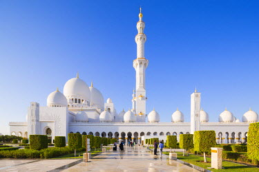 UAE0360AW United Arab Emirates, Abu Dhabi. The white marble exterior of Sheikh Zayed Grand Mosque. Completed in 2007 the mosque can hold over 40,000 worshippers and is made up of 82 domes and four 107m high min...