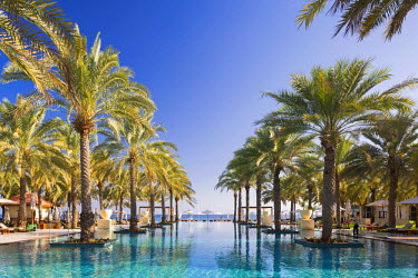 OMA2655AW Oman. Muscat Governorate, Muscat. The 50 metre infinity pool at the Ritz Carlton Al Bustan Palace Hotel.
