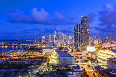 US11846 Elevated view over Biscayne Boulevard and the skyline of Miami, Florida, USA