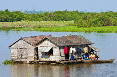 HMS0531575 Cambodia, Siem Reap Province, Phumi Moat Peam village at the edge of Tonle Sap Lake, site classified Biosphere Reserve by UNESCO