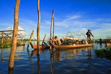 HMS0533656 Cambodia, Kompong Chhnang Province, Chong Kos Vietnamese floating village on Tonle Sap River