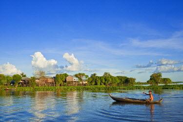 HMS0533671 Cambodia, Kompong Chhnang Province, Chong Kos Vietnamese floating village on Tonle Sap River