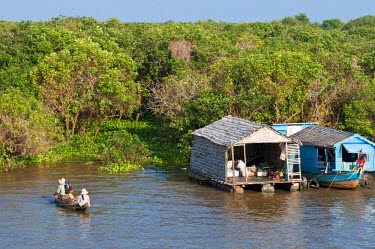 HMS0535815 Cambodia, Siem Reap Province, Tonle Sap Lake, Biosphere Reserve by UNESCO, Chong Khneas floating village, lake dwelling