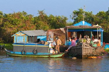 HMS0535826 Cambodia, Siem Reap Province, Tonle Sap Lake, Biosphere Reserve by UNESCO, Chong Khneas floating village, lake dwelling