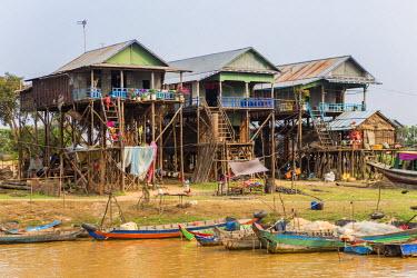 HMS1917769 Cambodia, Siem Reap Province, floating village of Kompong Pluk on Lake Tonle Sap