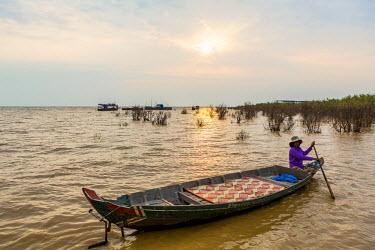 HMS1917788 Cambodia, Siem Reap Province, floating village of Kompong Pluk on Lake Tonle Sap