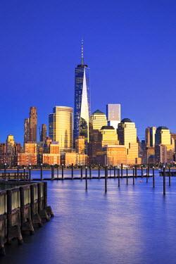 US61039 USA, New York, New York City, Lower Manhattan Skyline from Newport Beach