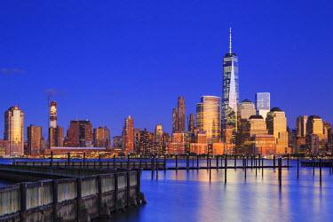 US61040 USA, New York, New York City, Lower Manhattan Skyline from Newport Beach
