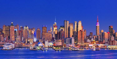 US61157 USA, New York, New York City, Manhattan Skyline from New Jersey