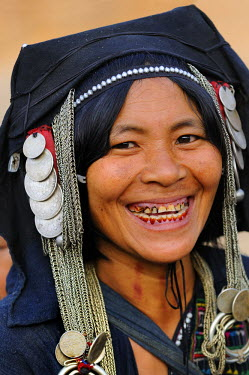 HMS0314128 Laos, Phongsaly province, Ban Boun Phiang village, Akha woman