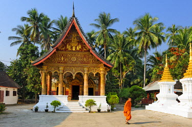 HMS0566128 Laos, Luang Prabang Province, Luang Prabang City, listed as World Heritage by UNESCO, Wat Pha Phay Temple, the monks return after the ceremony offerings
