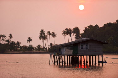 HMS0318180 Thailand, Trat Province, Gulf of Siam, Ko Chang Island, house on piles in Bang Bao Bay