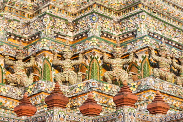 HMS1812162 Thailand, Bangkok, Temple of Dawn Wat Arun 19th century, 79 meters high central prang in Khmer and Indian influences