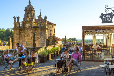 ES03212 Cafe on the terrace in central square, Santiago de Compestela, Galicia, Spain