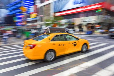 US61171 Yellow taxi, central Manhattan, New York, USA