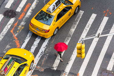 US61172 Yellow taxi cabs & crossing, overhead view, New York, Manhattan, New York, USA