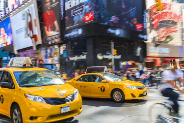 US61178 Yellow taxis, Times Square, Central Manhattan, New York, USA