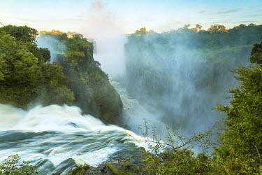 ZB01026 Victoria Falls, Zimbabwe, Africa
