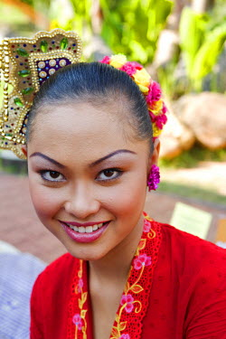 HMS0202157 Malaysia, Malacca state, Malacca, historical center, young woman in traditional costume