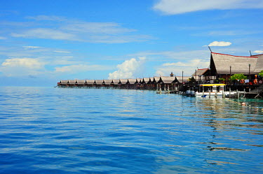 HMS0612296 Malaysia, Borneo, Sabah State, Semporna, Mabul, luxury hotel with wooden bungalows on water