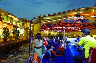 HMS1727506 Malaysia, Melaka state, Malacca, historic city listed as World Heritage by UNESCO, night cruise on the river Melaka nicknamed east Venice
