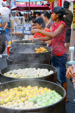 HMS1727512 Malaysia, Melaka state, Malacca, market of street in the Chinese district, seller of filled vapor